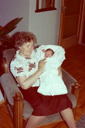 1984 05 10 - 06 10 - ZSUZSIKA SZULETESE
