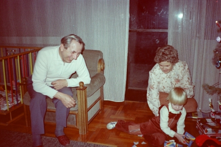 1984 12 24 - ZSUZSIKA ELSO ES JANOSKA NEGYEDIK KARACSONYA
